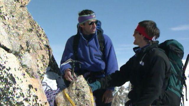 """Erhard Loretan (à gauche) et Benoît Aymon (à droite) se sont rencontrés pour la 1re fois lors du tournage de """"L'écume des cimes"""". [RTS]"""