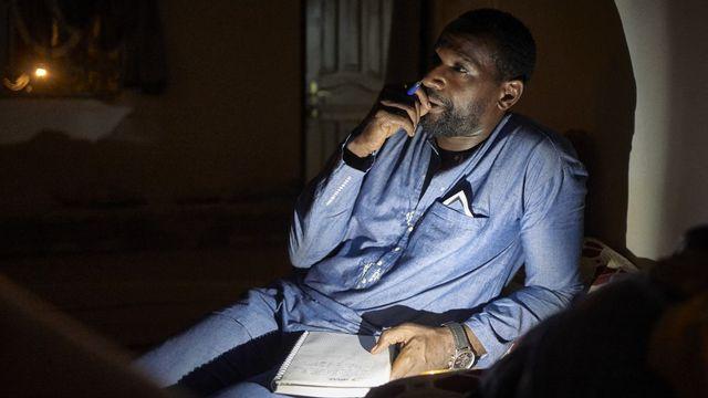 Le journaliste français Olivier Dubois en plein reportage à Nioro, au Mali, le 14 septembre 2020. [Michele Cattani - AFP]