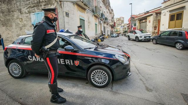 Des centaines de membres des forces de l'ordre ont été mobilisés en Italie (image d'illustration). [Cesare Abbate - EPA/Keystone]
