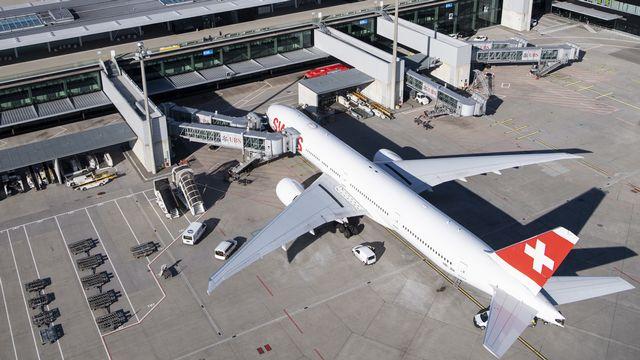 Un avion de Swiss à l'aéroport de Zurich. [Ennio Leanza - Keystone]