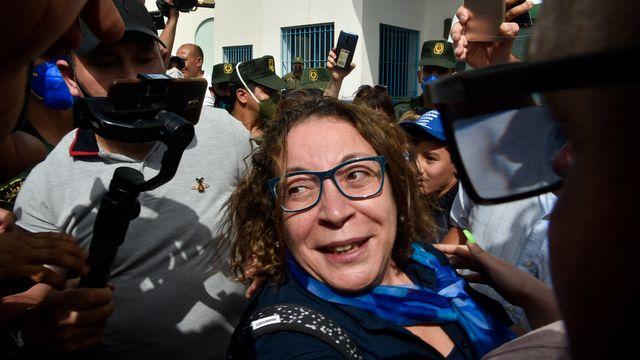La militante algérienne Amira Bouraoui à sa sortie de prison à Tipasa le 20.07.2020. [Ryad Kramdi - AFP]
