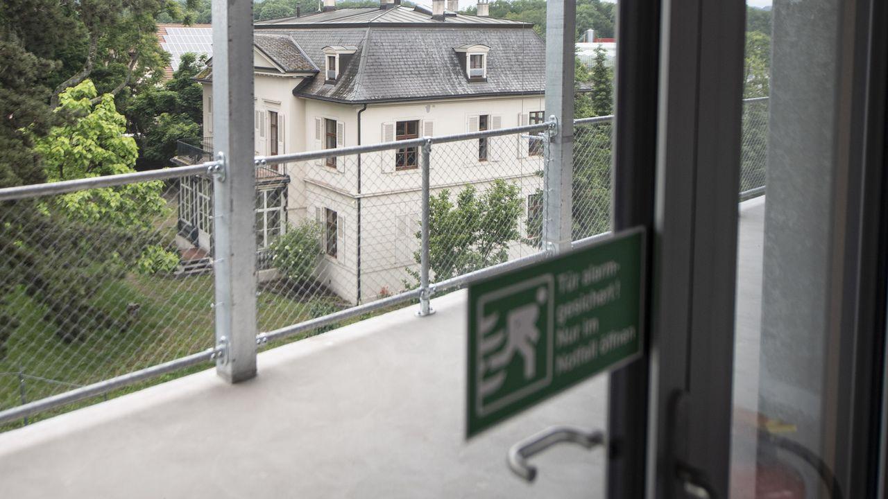 L'hébergement pour demandeurs d'asile mineurs non accompagnés dans une ancienne villa juste à côté du nouveau bâtiment du Centre fédéral d'asile de Bâle, photographié le 11 juin 2019. [Urs Flueeler - Keystone]