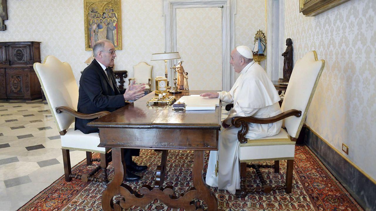Guy Parmelin a été reçu par le Pape François ce 6 mai 2021. [EPA VATICAN MEDIA/Keystone]