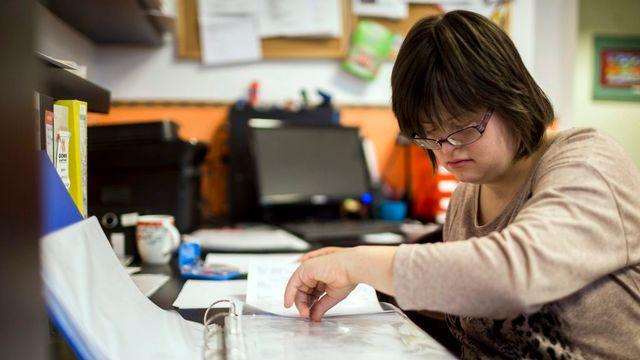 En Valais, plus de 50'000 personnes sont en situation de handicap (image d'illustration). [Balazs Mohai - EPA/Keystone]