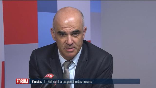 Le conseiller fédéral Alain Berset réagit sur la suspension des brevets demandée par les Etats-Unis. [RTS]