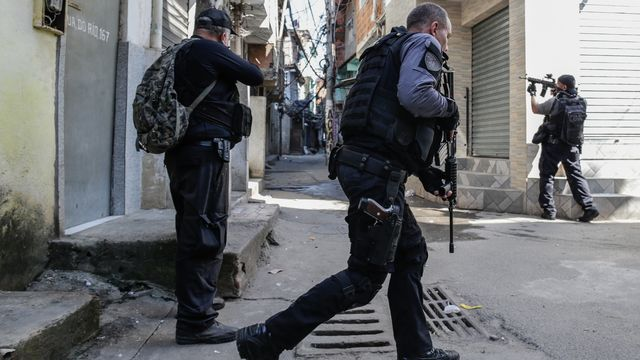 Sanglant raid anti-drogue dans une favela de Rio. [EPA/Andre Coelho - Keystone]