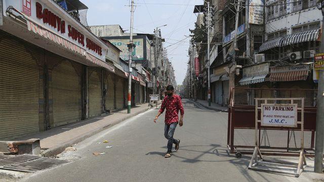 La pandémie a décéléré dans le monde cette semaine, sauf en Asie. [Channi Anand - Keystone/AP]
