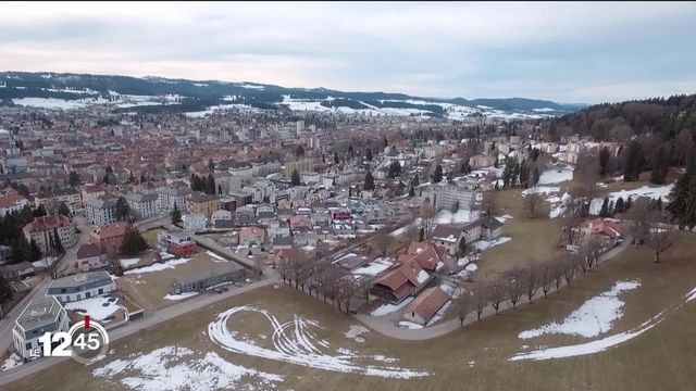 A Neuchâtel, les autorités donnent des gages aux communes d'altitude du canton. [RTS]