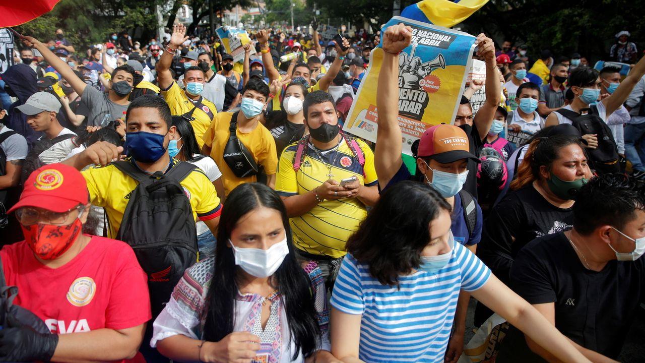 De grandes manifestations sont organisées quotidiennement dans les grandes villes de Colombie (ici à Medellin). [Ernesto Guzman Jr. - EPA/Keystone]