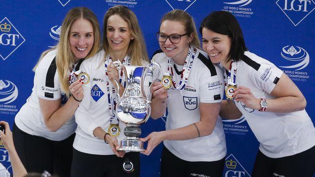 Brillantes, Melanie Barbezat, Silvana Tirinzoni, Alina Pätz et Esther Neuenschwander n'auront perdu qu'un match à Calgary. [Jeff McIntosh - Keystone]
