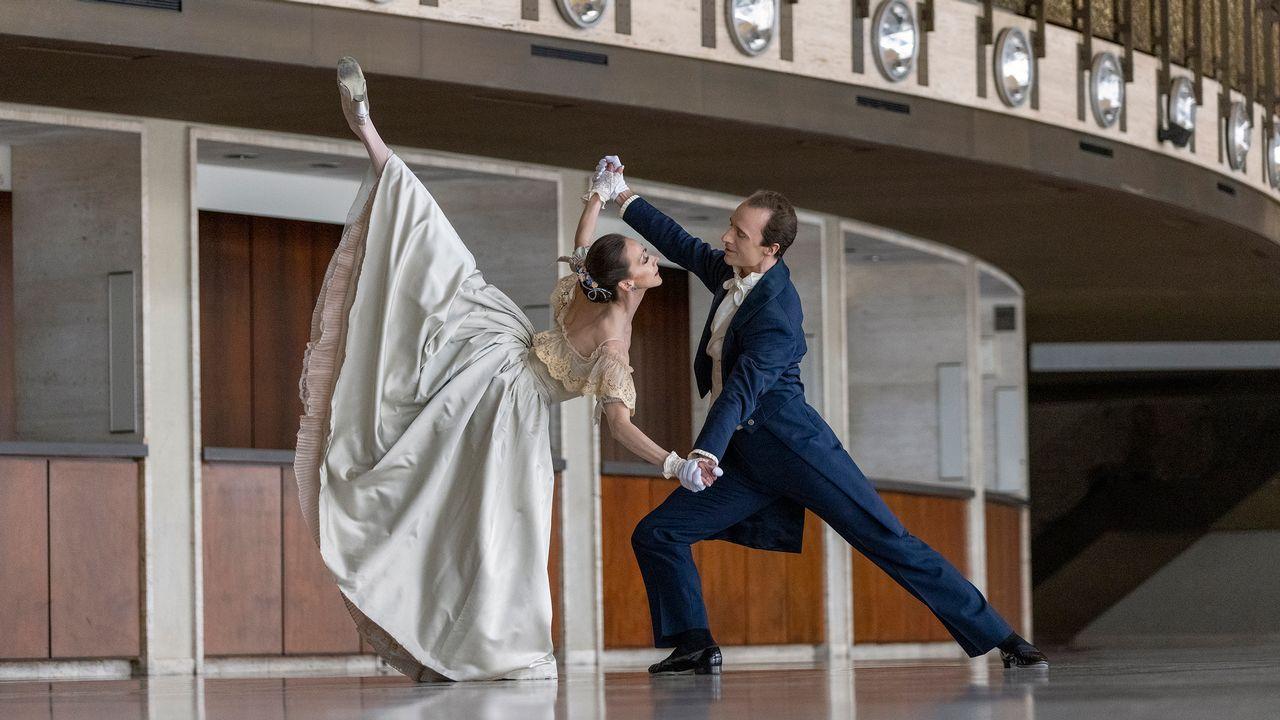 "Maria Kowroski et Ask la Cour dans ""Liebeslieder Walzer"" de George Balanchine. [Erin Baiano - New York City Ballet]"