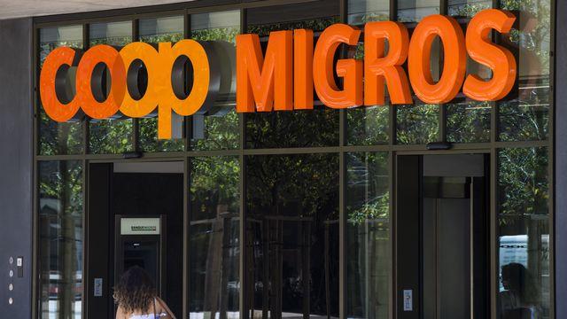 Les magasins Coop et Migros de la place de la Sallaz à Lausanne. [Jean-Christophe Bott - Keystone]