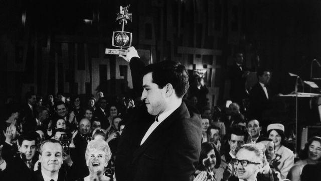 Jean-Louis Roy, vainqueur pour la TSR de la Rose d'Or en 1964 [RTS]
