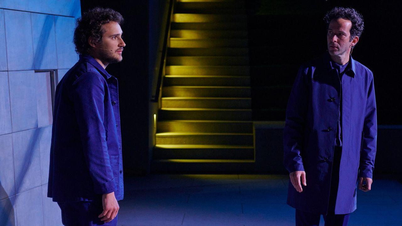 """Antoine Courvoisier et David Gobet dans """"D'Eux"""", de Rémi De Vos, dont la mise en scène est signée Joan Mompart. [Loris Von Siebenthal - Théâtre Le Crève-Coeur]"""