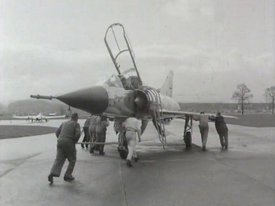 Présentation de l'avion Mirage III en 1964. [RTS]