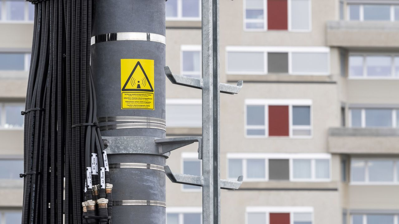 Vaud réautorise la construction d'antennes 5G. [Martial Trezzini - Keystone]