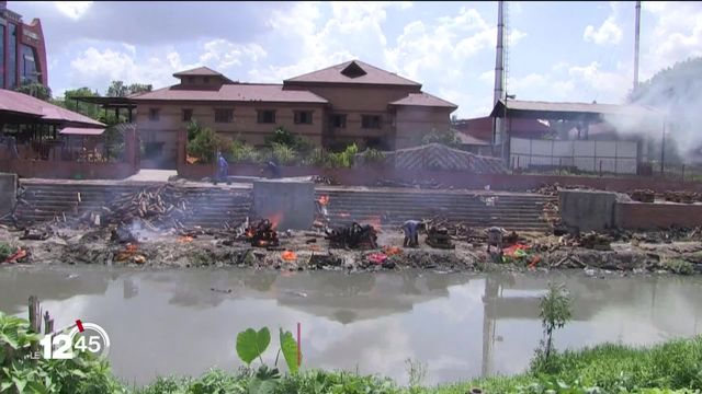 Le Népal connaît une situation sanitaire très difficile. [RTS]