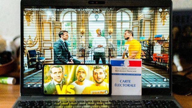 Emmanuel Macron a participé à une vidéo où il invite les youtubeurs star Macfly et Carlito à l'Elysée [Stéphane Ferrer Yulianti et Hans Lucas  - AFP]