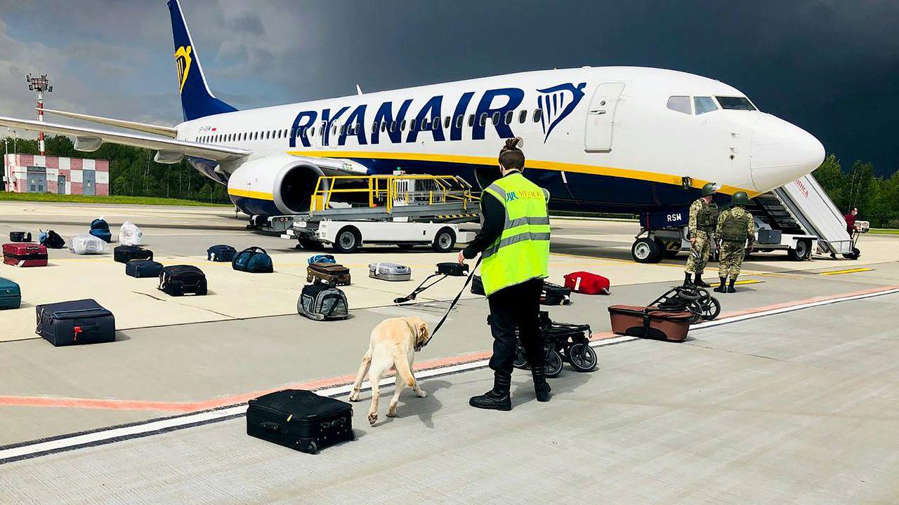 Selon l'aéroport de Minsk, une alerte à la bombe a entraîné l'atterrissage d'urgence de l'avion transportant Roman Protasevich. [AFP]