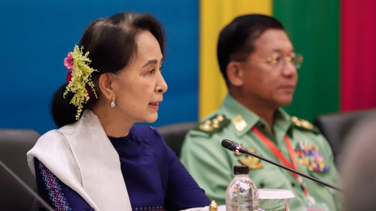 Aung San Suu Kyi comparaît en personne devant le tribunal (archive). [AFP]
