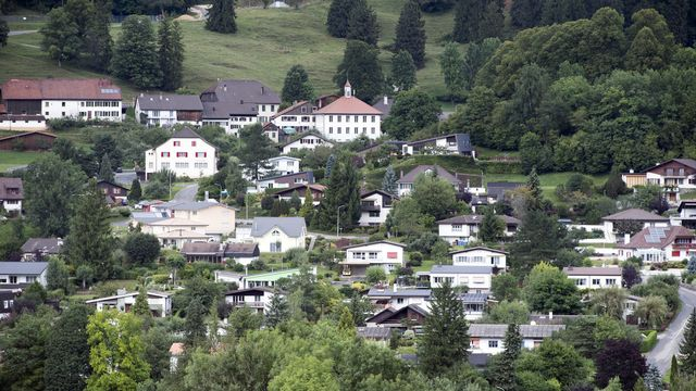 Une vue de la commune de Belprahon, dans le Jura bernois. [Anthony Anex - Keystone]
