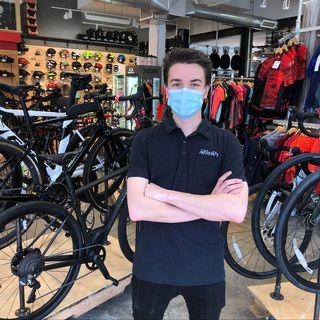 Anthony Néron, co-propriétaire Cycle Néon À Montréal [Radio Canada]