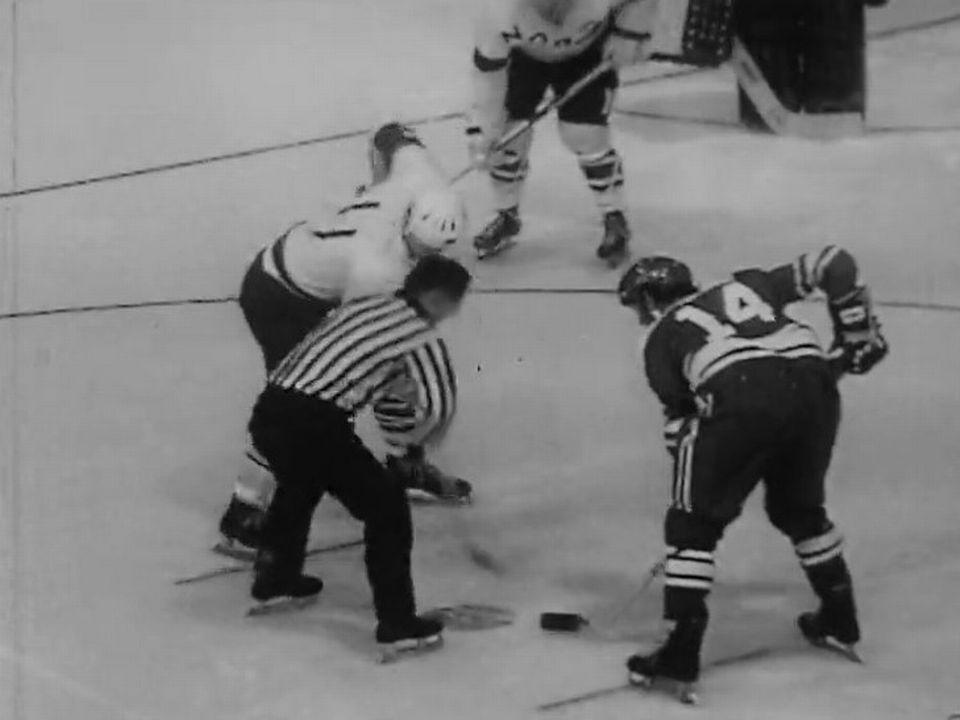 Mondiaux de hockey 1971: début du match entre la Suisse et l'Autriche [RTS]