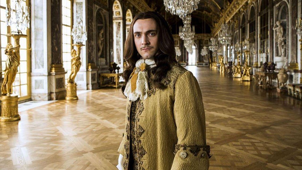 """George Blagden incarne Louis XIV dans """"Versailles"""". [Canal+]"""