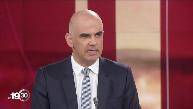 """Alain Berset:""""On a évidemment fait des erreurs mais le Conseil fédéral a toujours été uni dans cette crise."""" [RTS]"""