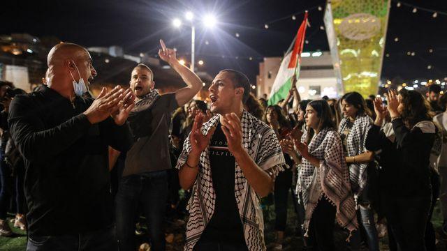 Des manifestants palestiniens à 'Umm al-Fahm, Israël, le 19 mai 2021- [Ahmad Gharabli - AFP]