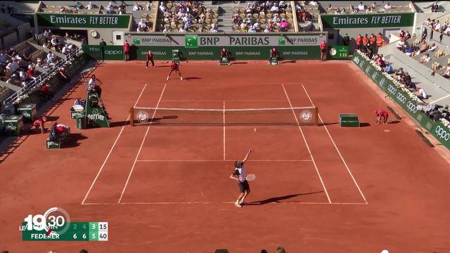Retour gagnant pour Roger Federer à Roland-Garros au premier tour. [RTS]