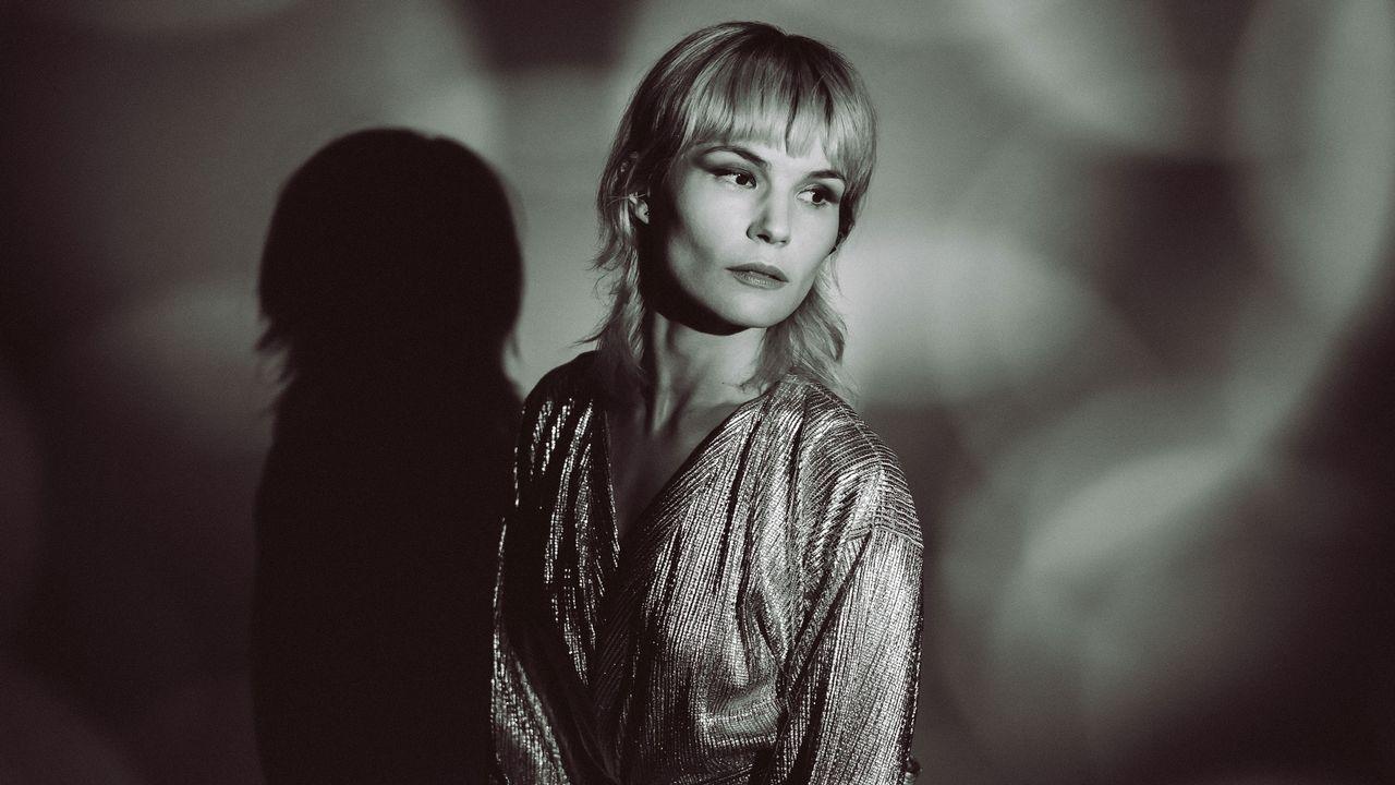 La chanteuse du groupe The Dø Olivia Merilahti lance son projet solo, Prudence. [Anael Boulay et Alex Lasnier - DR]