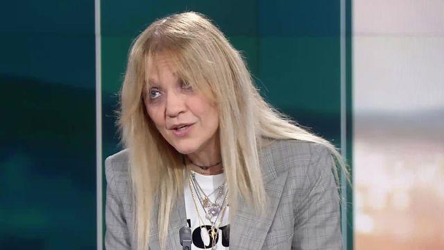 La metteure en scène Doris Mirescu sur le plateau du 12h45 de la RTS. [RTS]