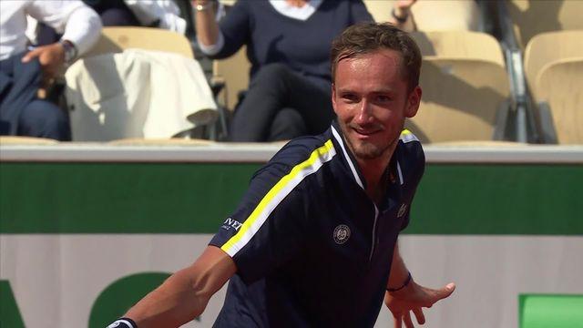 8e, C.Garin (CHI) - D. Medvedev (RUS) (2-6, 1-6, 5-7): le Russe gagne facilement son huitième de finale [RTS]