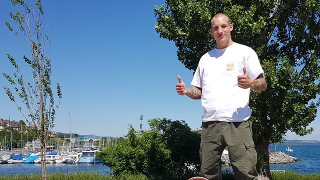 Kevin Stadelmann, qui a ouvert une école de Skateboard à Neuchâtel en 2019. [.ch]