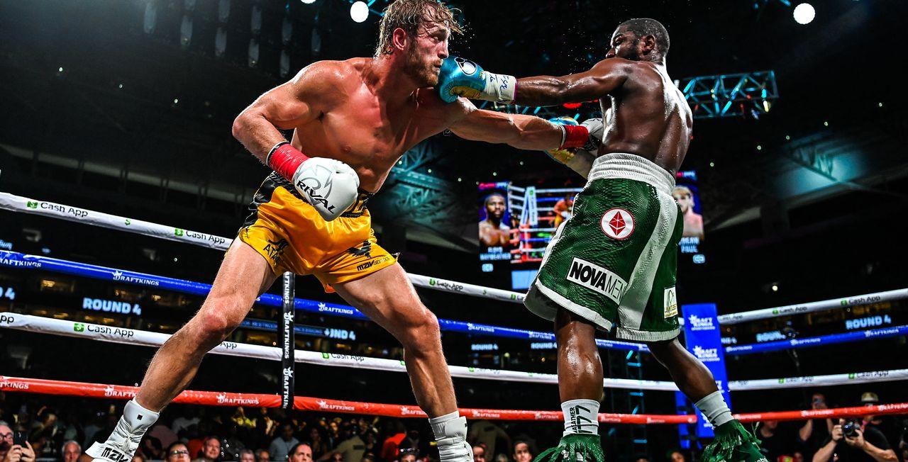 Floyd Mayweather a logiquement dominé la star de YouTube Logan Paul dans un combat qui n'aura de loin pas atteint des sommets. [Chandan Khanna - AFP]