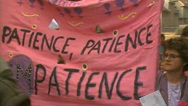 Les femmes perdent patience et se mettent en grève le 14 juin 1991. [RTS]