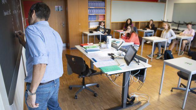 Les cantons romands prévoient d'introduire dès 2023 des nouveaux manuels de français dans les écoles obligatoires de Suisse romande qui donnera plus de place à l'écriture inclusive. [Laurent Gillieron - Keystone]