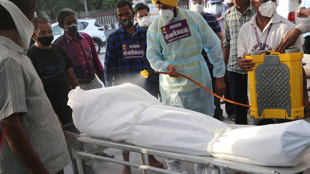 Record de décès quotidiens en Inde, mais les chiffres pourraient être encore plus élevés. [HARISH TYAGI - EPA]