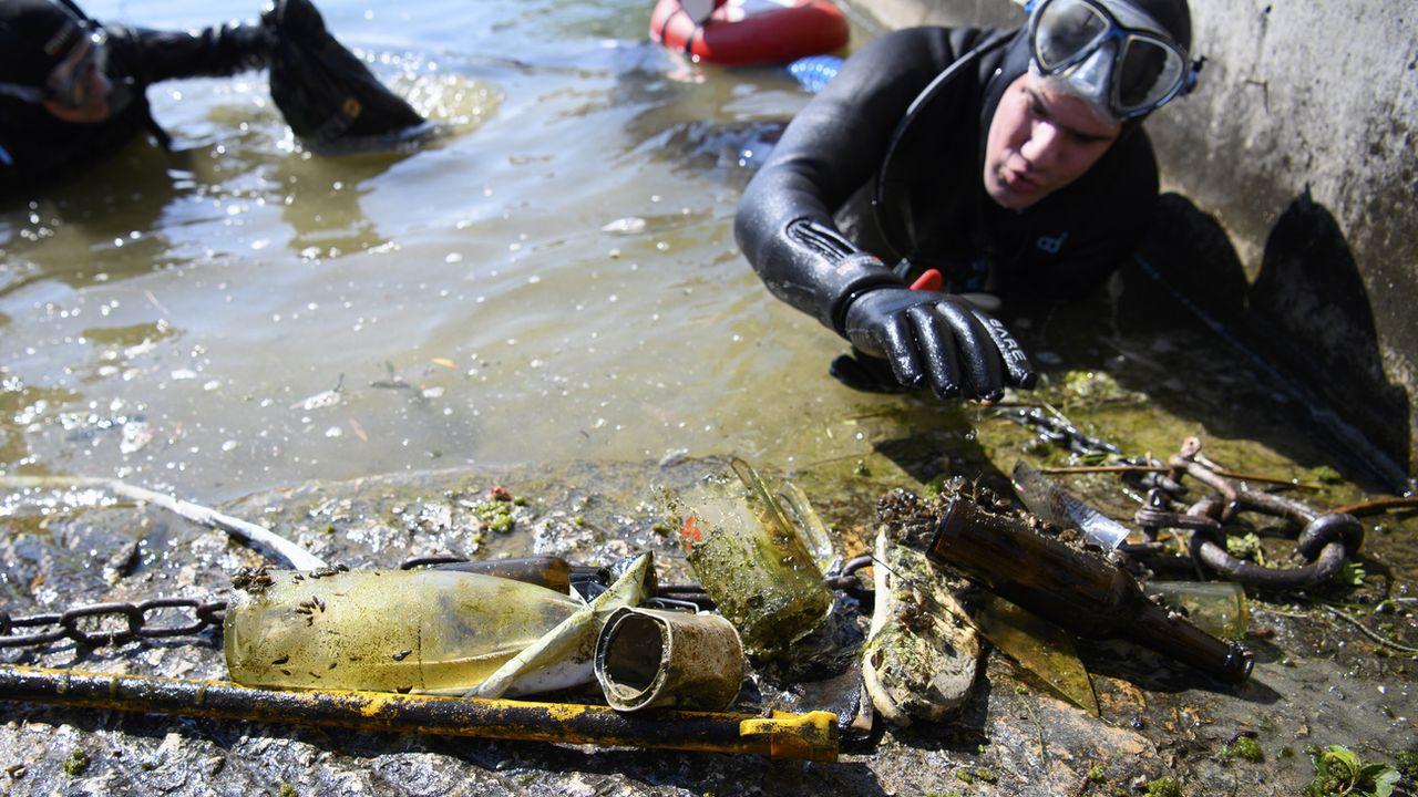 Neuchâtel veut lutter contre les déchets sauvages au bord du lac. [Laurent Gillieron - Keystone]