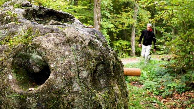 La pierre à mille trous - La Suisse mystérieuse