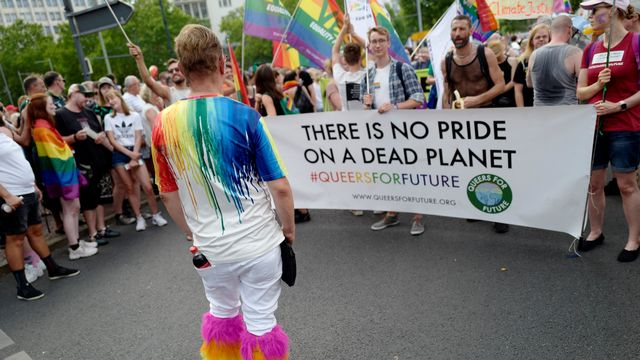 Qu'est-ce que les mouvements LGBTIQ+ peuvent apporter aux luttes écologistes? [John MACDOUGALL - AFP]