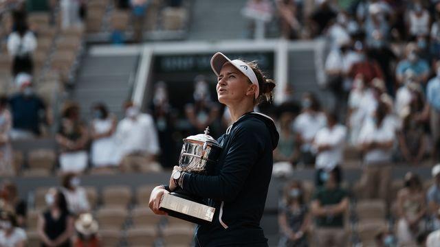 Barbora Krejcikova a créé la surprise à Roland-Garros en s'imposant face à Anastasia Pavlyuchenkova en 1h58. [Thibault Camus - Keystone]