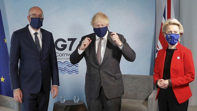 Le Premier ministre britannique Boris Johnson (centre) a notamment rencontré la présidente de la Commission européenne Ursula von der Leyen et le président du Conseil européen Charles Michel en marge du G7 en Angleterre le 12 juin 2021. [Keystone]
