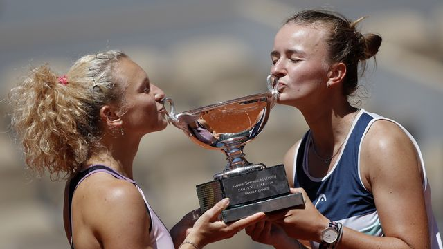 Barbora Krejcikova (à droite) a connu deux semaines de rêve sur la terre battue parisienne. [Ian Langsdon - Keystone]