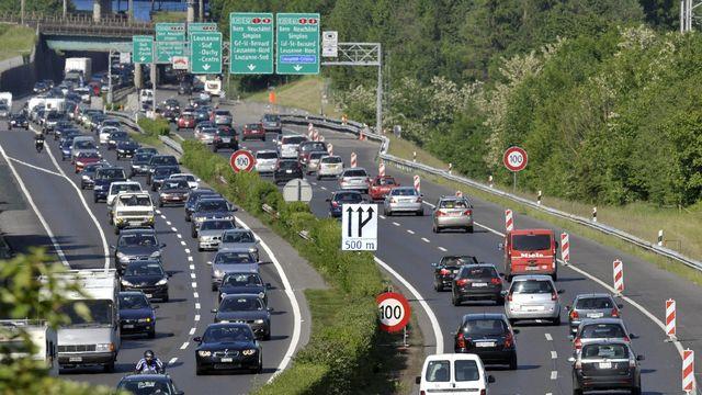 La révision de la loi sur le CO2 vise notamment le trafic routier [Laurent Gilliéron - Keystone]