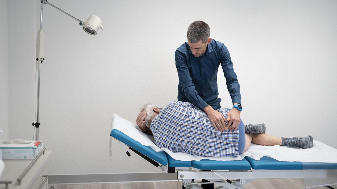 Les médecins de famille se font de plus en plus rares en Suisse. [Gaetan Bally - Keystone]