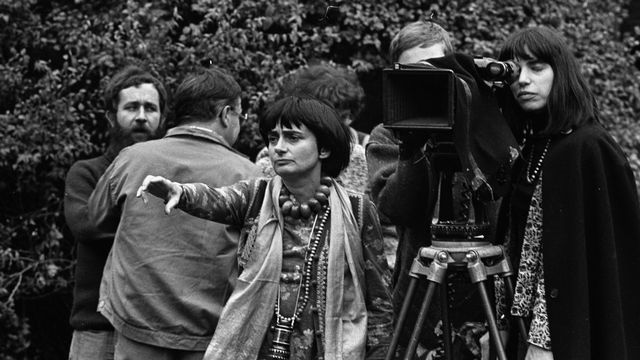 """Agnès Varda, réalisatrice française du film """"L'une chante, l'autre pas"""". [© Roger-Viollet - AFP]"""