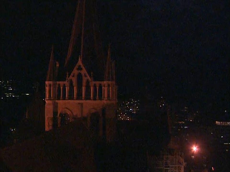 Du haut de la cathédrale, le guet protège le sommeil des Lausannois. [RTS]