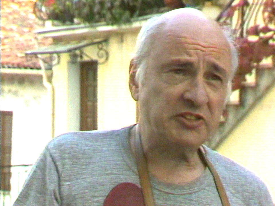 Edgard Morin évoque La Rumeur d'Orléans, un essai rédigé sous sa direction. [RTS]